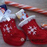 Рождественский мини носок крючком.